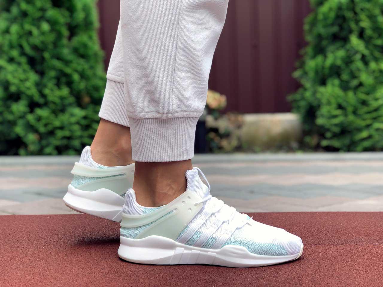 Женские кроссовки Adidas Equipment белые с мятой